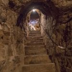 Escalera de entrada a un calado